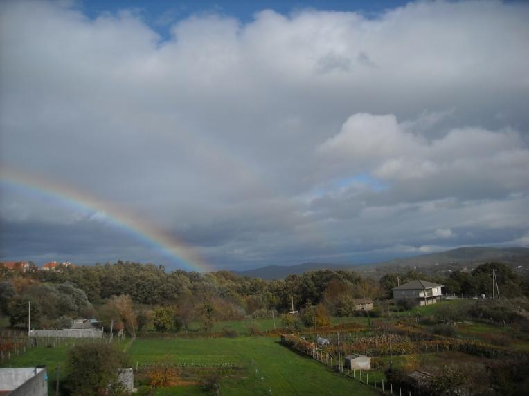 Arco iris como obsequio extraordinario de un mediodía en este lluvioso otoño gallego