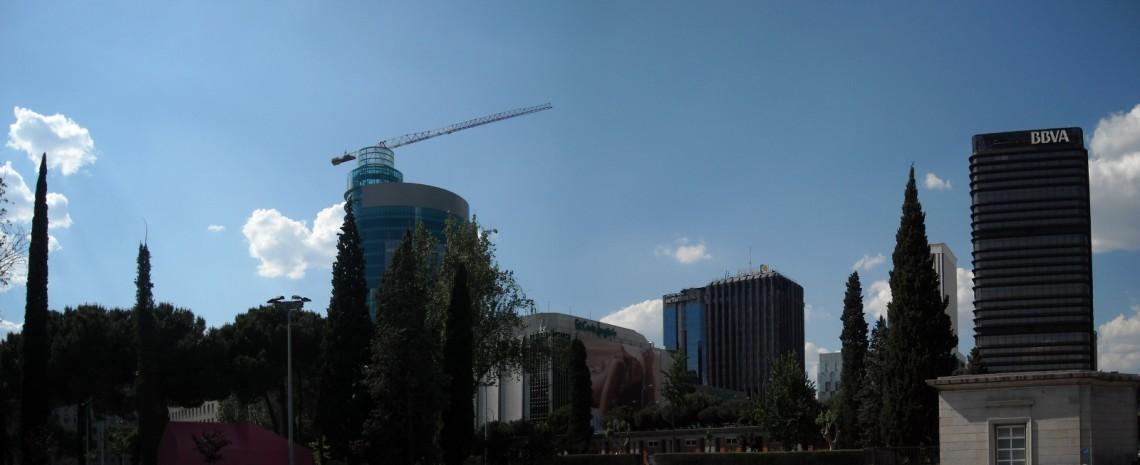"""Panorama del """"skyline"""" madrileño, una tarde de mayo - a la izquierda la torre que ocupa el lugar de la desaparecida """"Torre Windsor"""""""