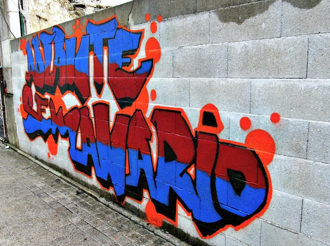 Colorido graffiti, que no había visto antes por ese sitio - no se si será nuevo, pero parece de este verano