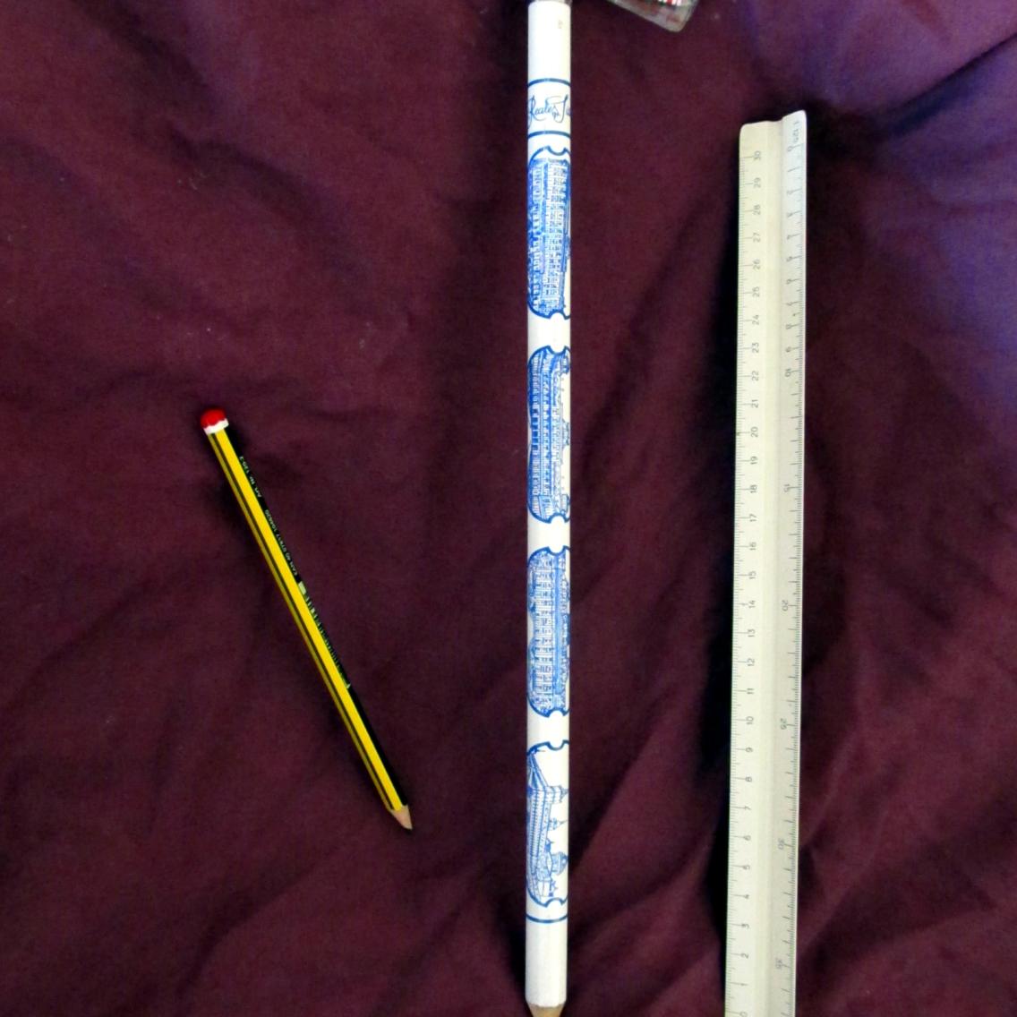 Mi lápiz más grande - souvenir de los Palacios Nacionales de España
