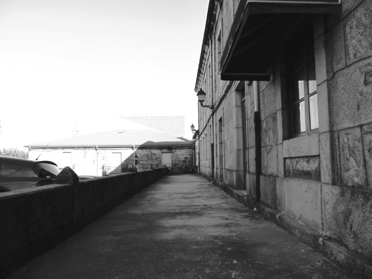 Terraza en un antiguo cafe - bar abandonado - Celanova, Galicia - 14 de septiembre 2012
