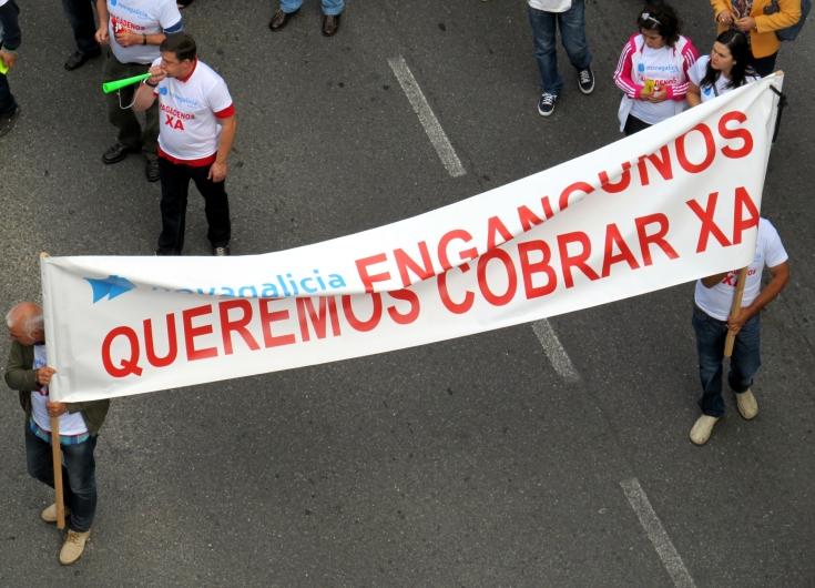 La crisis financiera ha dejado víctimas que, indignadas, toman las calles reclamando recuperar sus ahorros. Galicia, Agosto