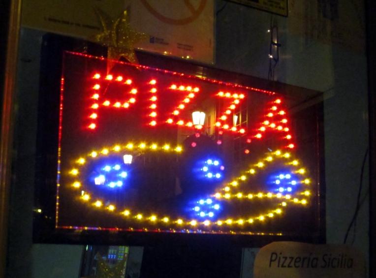 Pizza y luces, combinación fascinante: pondría uno de estos en la cocina