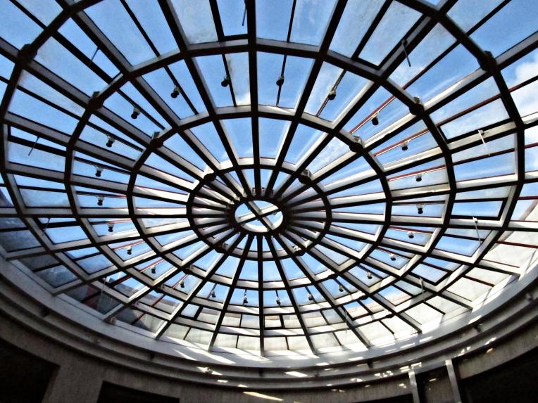 Si, soy de los que miran al techo: y si la iluminación es natural, más aún. Exponor, Porto (Portugal) Octubre 2013