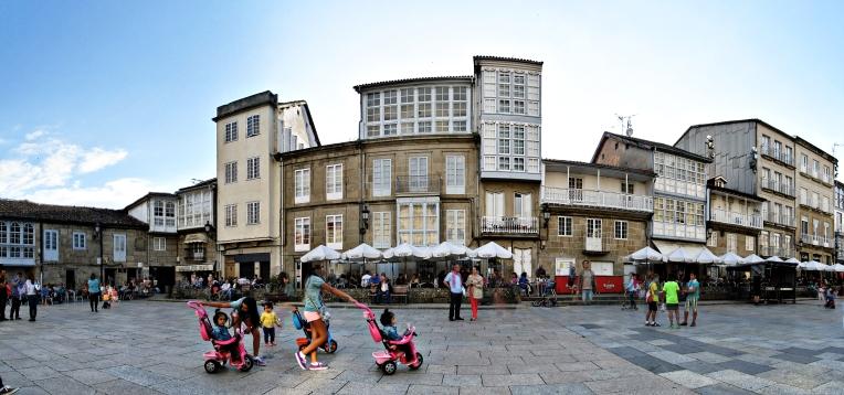 Panorama de la Plaza Mayor de Celanova, hoy por la tarde