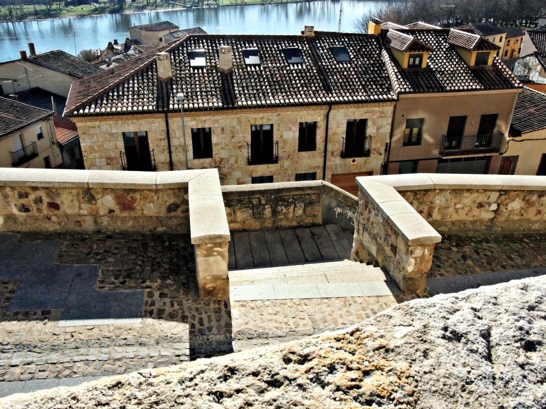 Ribera del Duero a su paso por Zamora, Castilla y León, España. La tarde del 31 de diciembre de 2014